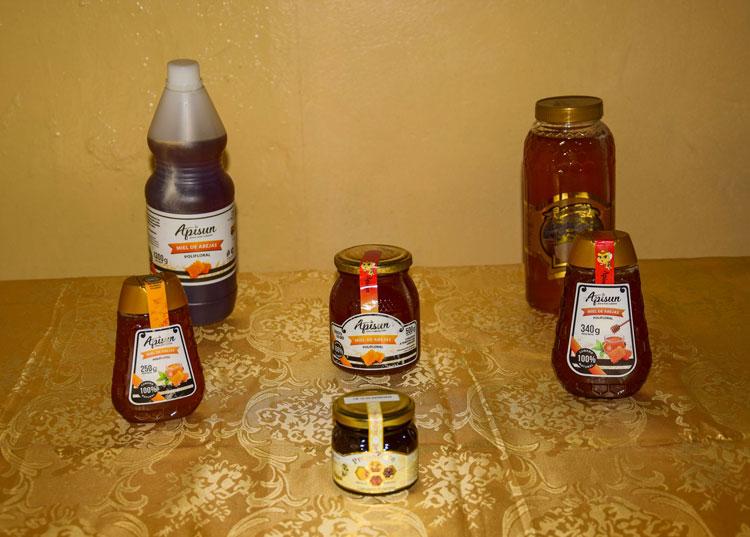 La miel que se destina a la población se comercializa en diversos formatos.