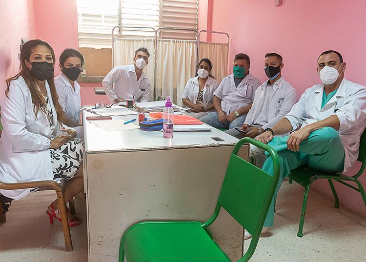 Equipo multidisciplinario de la consulta de patologías digestivas. / Foto: Jaliosky Ajete Rabeiro