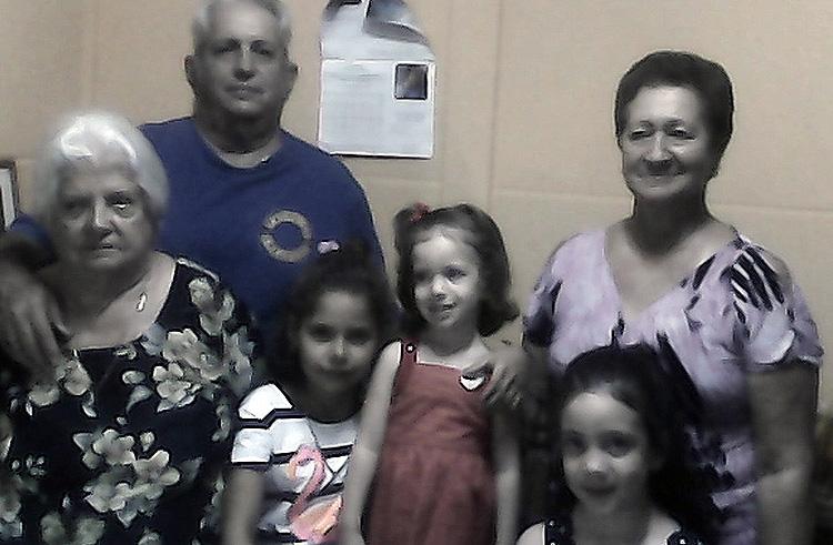 La familia, una foto no muy buena, pero imprescindible aquí