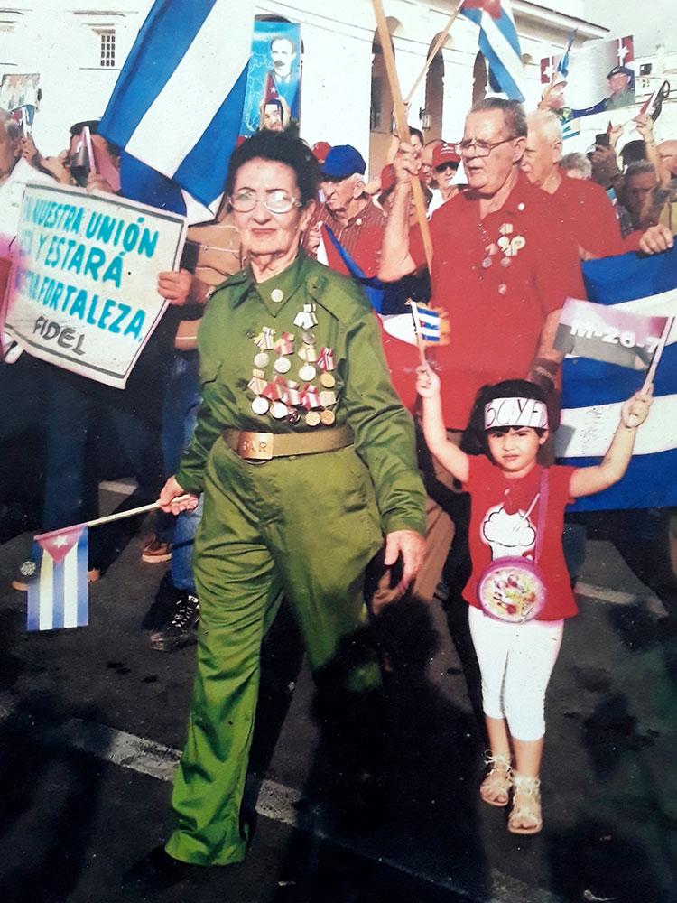Zenaida siempre en la primera línea del desfile por el Primero de Mayo.