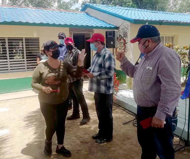 Con un sencillo acto, y estricto cumplimiento de los protocolos higiénico sanitarios que impone la pandemia, celebraron el día del trabajador tabacalero.