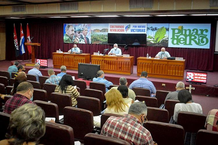 Evalúan  en Pinar del Río continuidad del Congreso del Partido