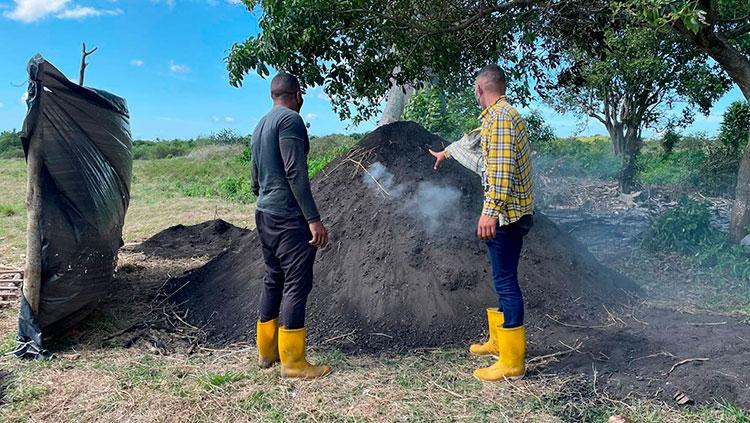 """En """"La Güirita"""" también se opta por el carbón vegetal, un producto que en futuro piensan exportar"""