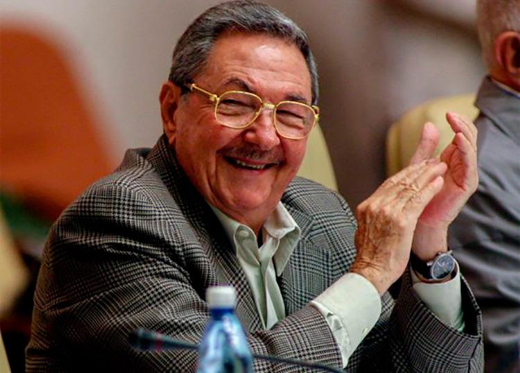 Presidente cubano Raul Castro, en la clausura del XI Congreso de las FEEM. Palacio de Convenciones, La Habana , Cuba. Ismael Francisco./ PL.