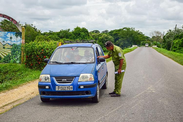 Con las nuevas disposiciones se restringe la movilidad hacia otros territorios y todos los autorizos salen de la Dirección Provincial de Transporte.