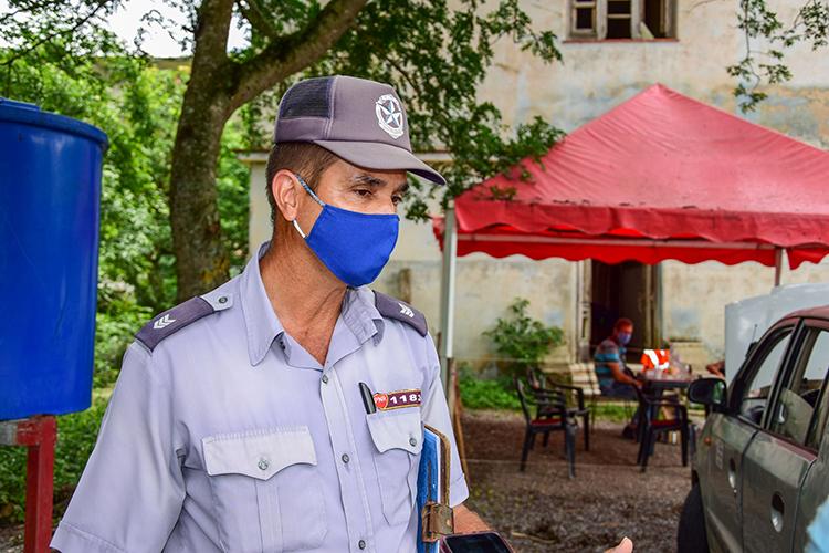 En el punto ubicado en Guanito los oficiales de la PNR que allí laboran, en turnos de 24 horas, son los jefes de sector de la región.