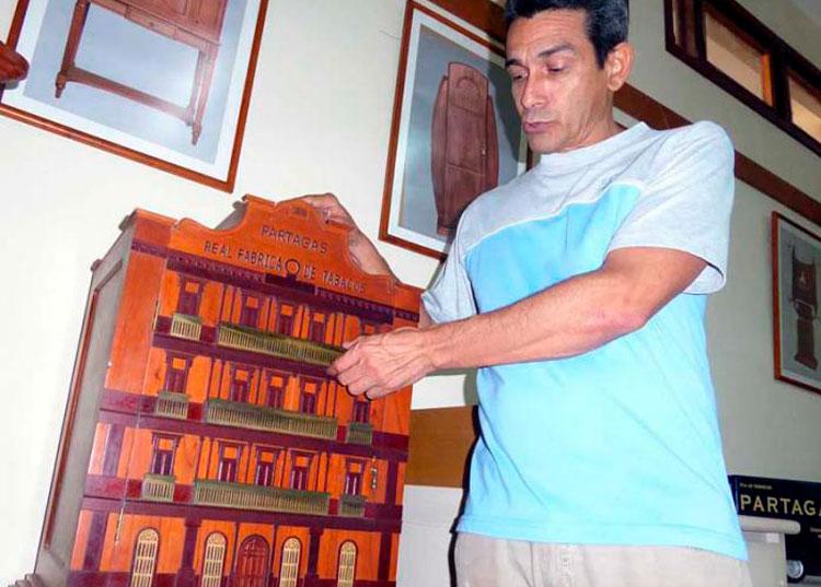 «El objetivo ha sido crear obras que expresen la cultura del tabaco y también la cubanía», explica Milán. Foto: Del autor