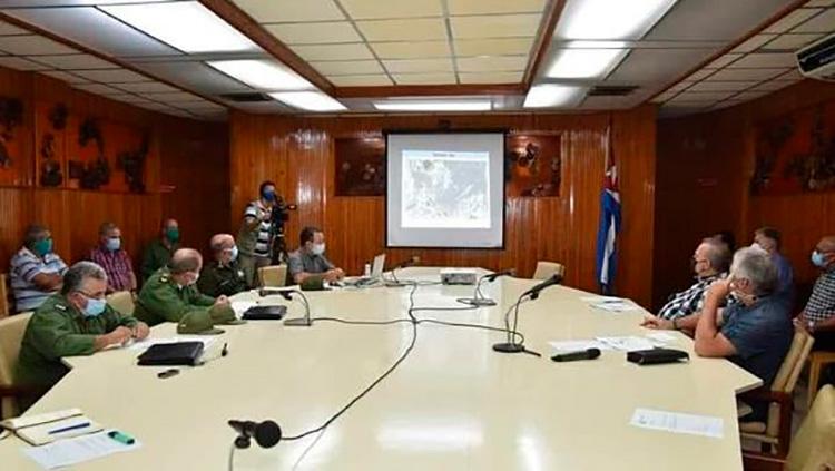 Presidente cubano, junto al primer ministro, recorren Pinar del Río tras paso del Huracán Ida