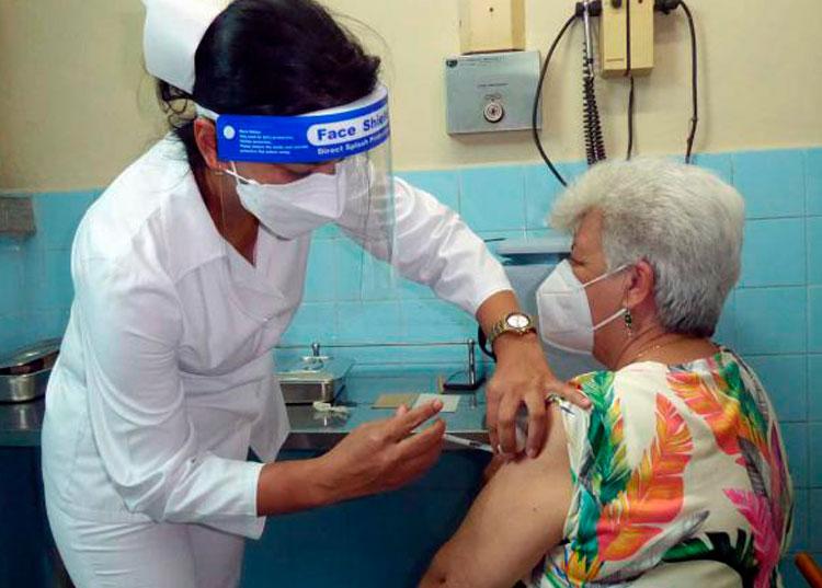 Vacunación anticovid-19 en Pinar del Río.