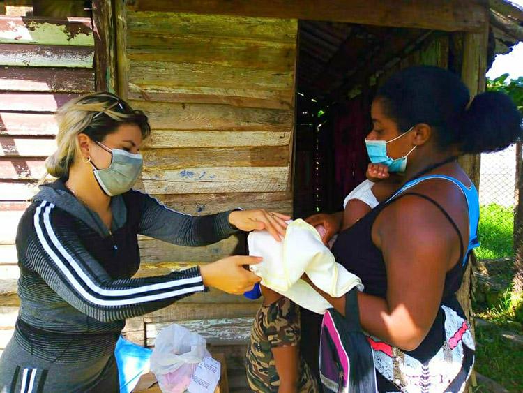 Con la ayuda de trabajadores sociales, identifican los casos más necesitados