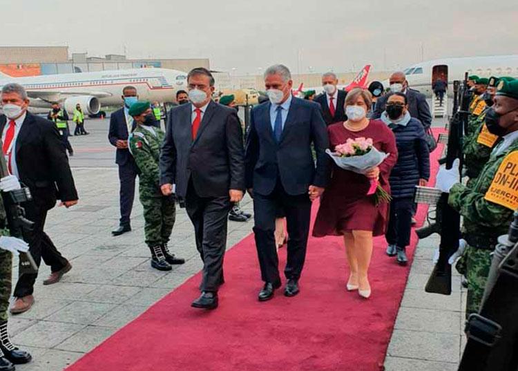 Presidente de Cuba a su llegada a México