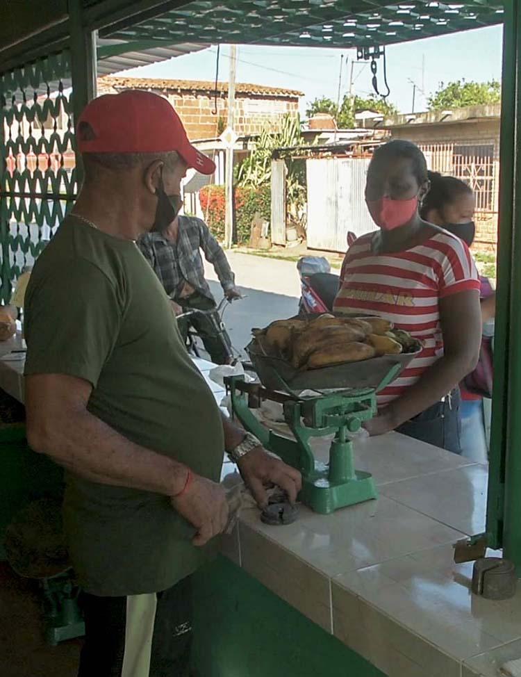 Los habitantes de la capital pinareña forman parte de los beneficiados por la flexibilización de la comercialización.