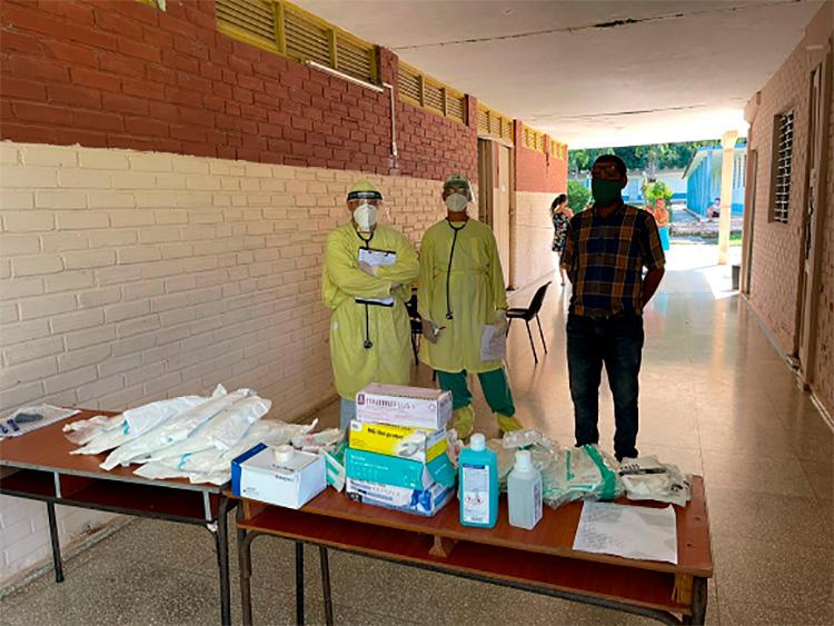 Donación entregada en el Centro para aislamientos de niñas y niños con COVID-19 en la Comunidad El Moncada, Viñales, Pinar del Río. / Foto: Ivón Deulofeu.